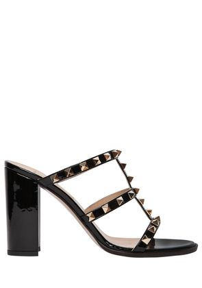 90MM ROCKSTUD PATENT LEATHER SANDALS